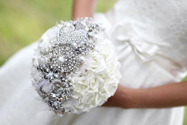 Фото - Брошка-букети для нареченої - розкішний аксесуар