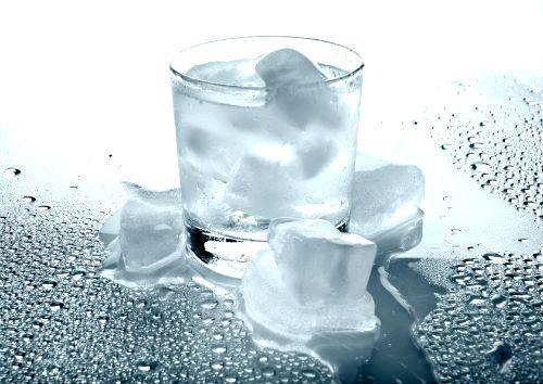 Фото - Чим корисна тала вода?