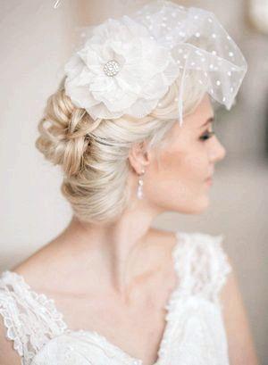 Прекрасно доповнить образ нареченої фата-вуалетці. Фото з сайту elstile-spb.ru