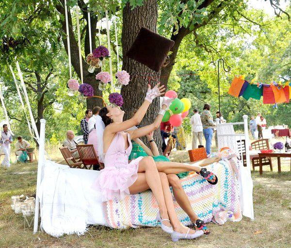 Розвага на весіллі - фотозоні. Фото з сайту mary55.com.ua