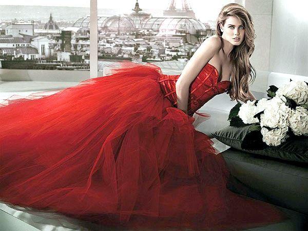 Фото - Яскрава альтернатива білому вбрання нареченої - червоне весільну сукню