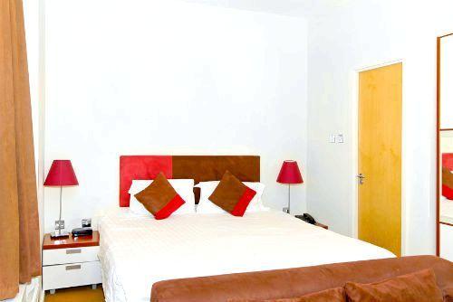 Фото - Як оформити інтер'єр маленької спальні?