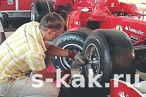 Фото - Як поміняти здуте колесо