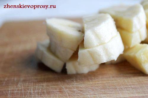 нарізати банани кубиками