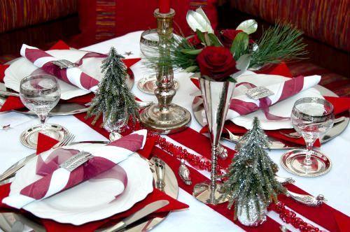 декор столу на Новий рік в класичному стилі
