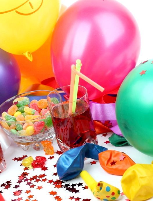 Діти неодмінно будуть раді яскравим кулькам, хлопавки, веселим коктейльних трубочок і яскравим цукерочка в симпатичних вазочках