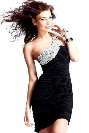 Універсальне чорне плаття з яскравим декором. Фото з сайту portalmoda.ru