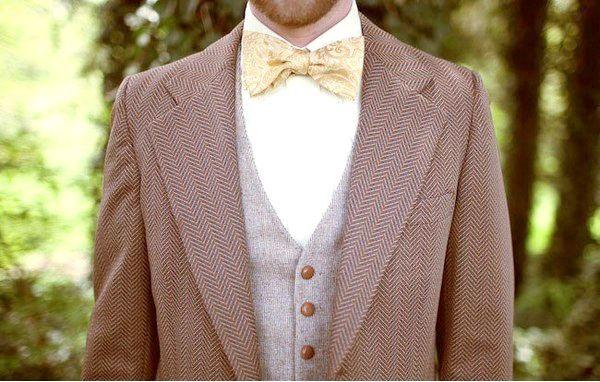 Костюм в коричнево-бежевих тонах завжди виглядає стильно. Фото з сайту nashasvadba.net