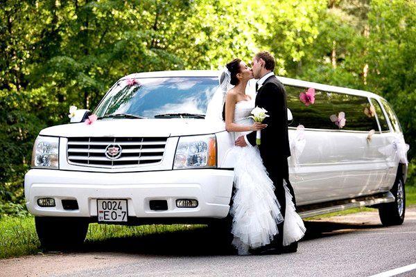 Фото - Лімузин на весілля, або як шикарно в'їхати в нове життя