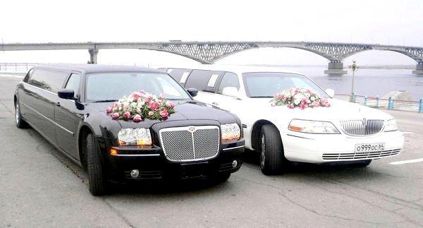 Чорно-білий кортеж - безпрограшний варіант. Фото з сайту igraemsvadbu.com