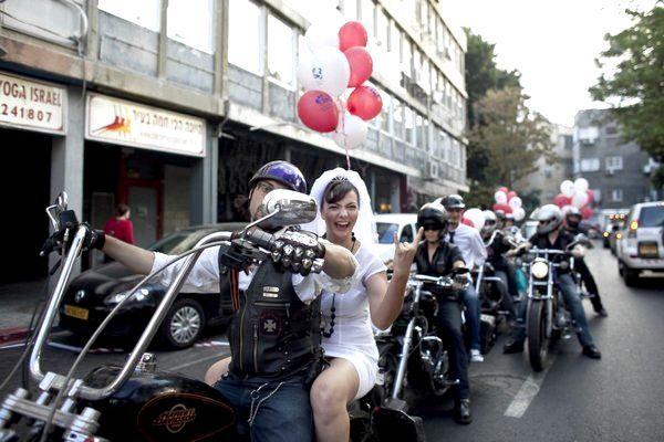 Оригінально і епатажно - байки на весіллі. Фото з сайту nashaplaneta.su