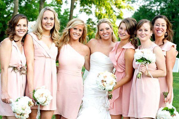 Пастельний рожевий - ніжно і романтично. Фото з сайту mywedplan.blogspot.com