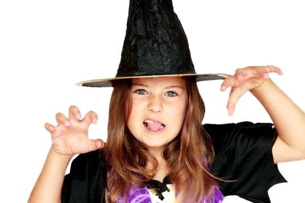 У ролі ведьмочек гості і іменинниця. Фото з сайту happy-giraffe.ru