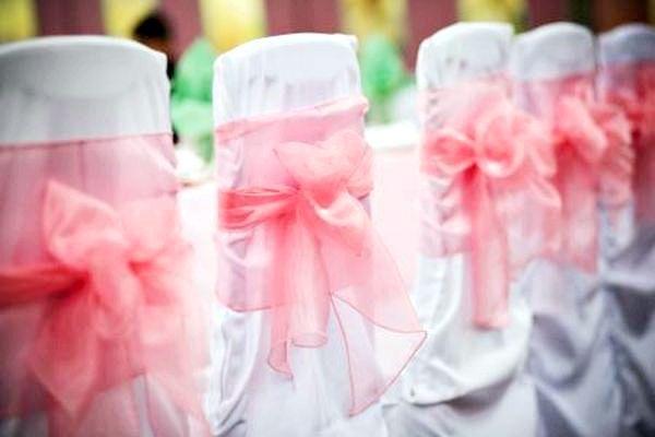 Ніжно-рожева легка тканина підкреслює ніжність свята. Фото з сайту http://s10.photobucket.com/