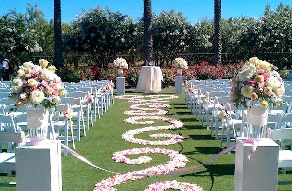 Зелені парки, мальовничі ліси - прекрасні місця для проведення весіль. Фото з сайту biglovecelebration.com
