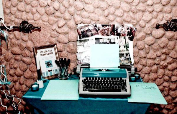 Цікаві аксесуари в стилі Тіффані. Фото з сайту http://lulusvadba.ru/