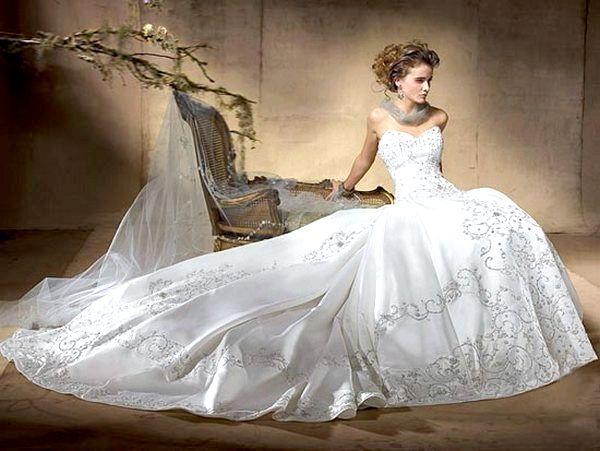 Фото - Весільна сукня зі шлейфом - поза конкуренцією