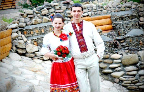 Колоритна весілля у народному стилі. Фото з сайту svadba-inform.ru