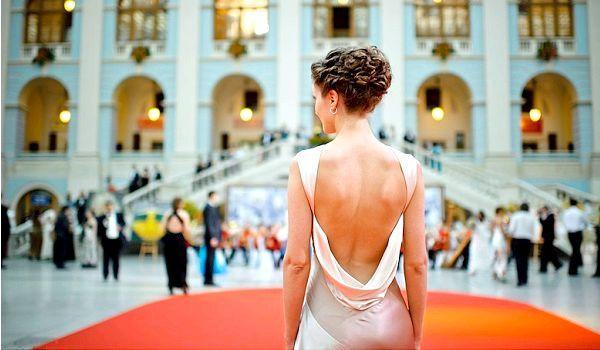 Жіночий вечірній образ за правилами дрес-коду. Фото з сайту differed.ru