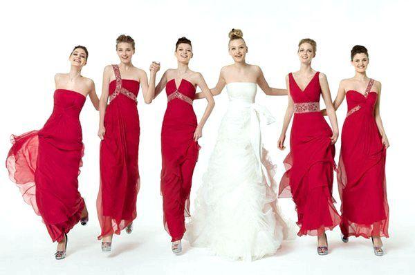 Подружки нареченої в сукнях одного кольору. фото з сайту saudar.net